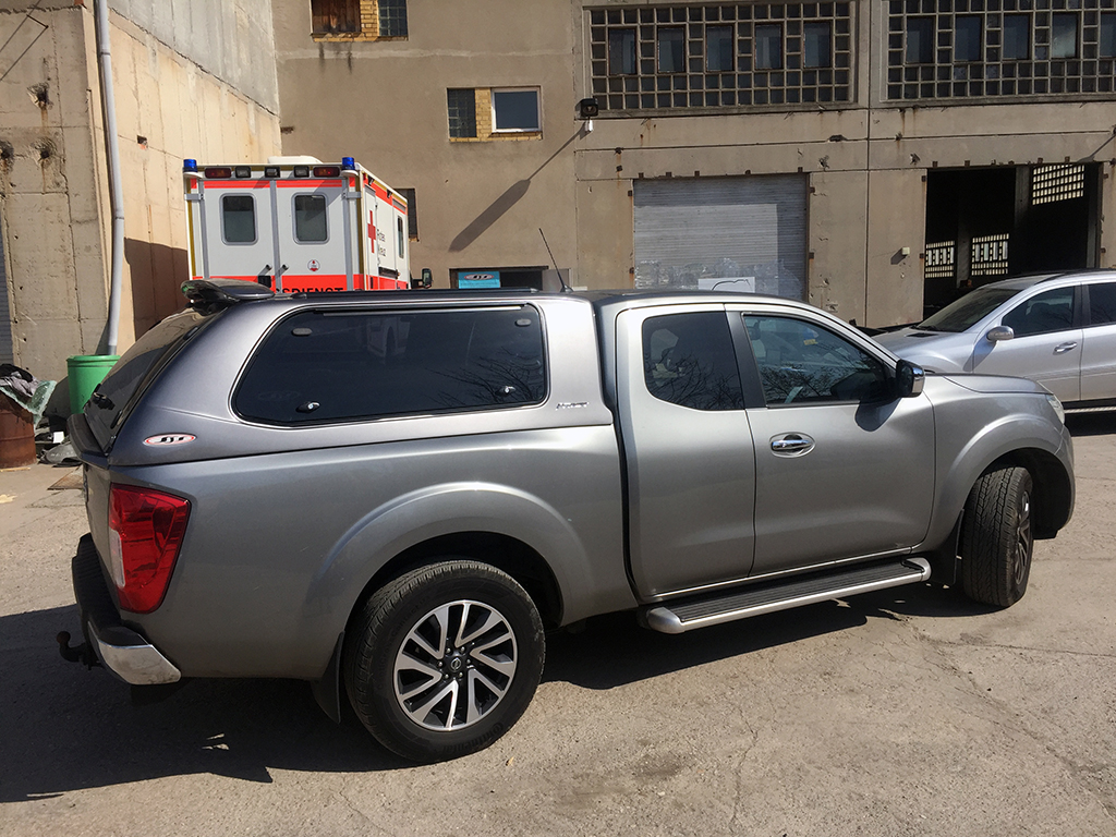 nissan navara np300 king cab hardtop version 2 hardtops. Black Bedroom Furniture Sets. Home Design Ideas